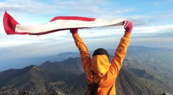 The national flag at the summit of Mount Semeru, 3,676 m.